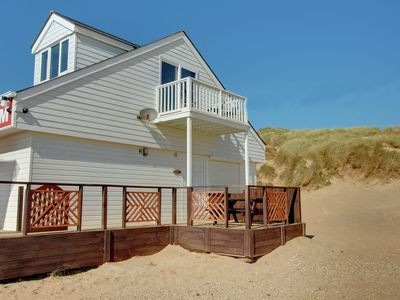 A fabulous holiday apartment, with its own private decking and located right on the beach at Camber Sands.