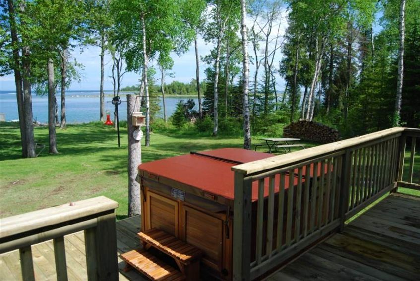 Cottage on the bay romantic waterfront vrbo for Michigan romantic cabins