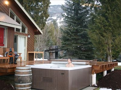 Hot tub, BBQ and seating, you can see the ski Runs just 2 mins away.