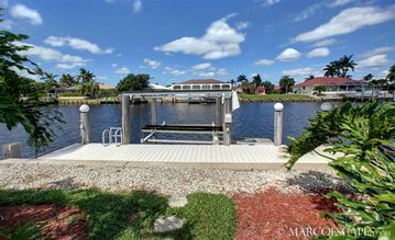 186 Generous Feet of Waterfront with Direct Access