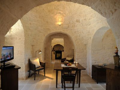 Alberobello villa rental - Dining area leading to kitchen