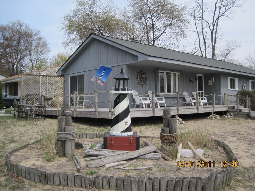 The perfect beach style ranch house homeaway michigan city for Ranch style beach house