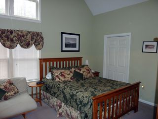 North Conway townhome photo - Master bedroom with private bathroom and deck