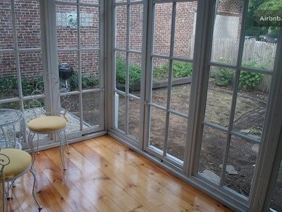 sun room has seating
