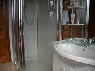 Mizen Head bungalow photo - Our fully fitted modern bathroom