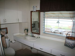 Haleiwa cottage photo - (2 )Large bathroom in Bedroom #2 w/shower/tub combo, towels,