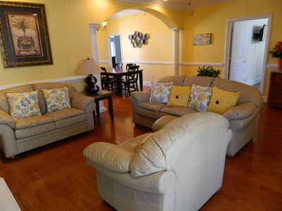 Spacious & Comfortableliving room