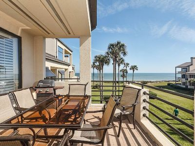 A perfect view, a perfect stay - With its stunning view of the Atlantic Ocean, the main balcony of Spinnakers Reach 808 is where you'll want to spend much of your stay—when you're not actually on the beach or in the waves, of course.