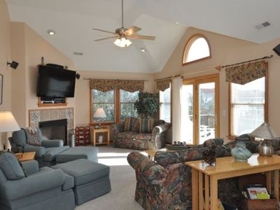 Top Level Great Room with 55' Flat Screen TV/DVD/Internet Access, Deck Access.