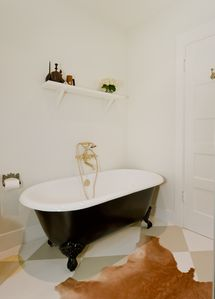 master bathroom clawfoot tub