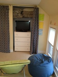 4 twin bedroom: Dresser, HD flat screen, addl bedding & seating for movies.