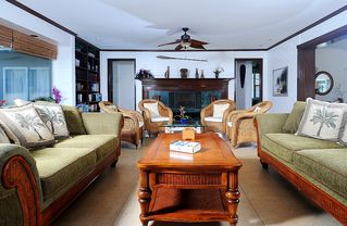 Kailua house photo - Plenty of seating for the entire family to hang out in one place