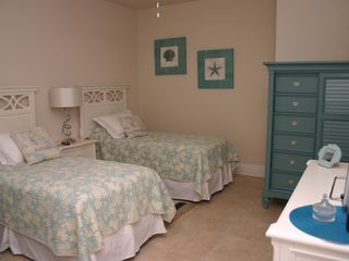 Briarwood Naples house photo - twin bedroom in the vacation rental home