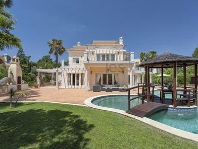 Spacious & Grand 5 Bedroom Villa with Private Pool, Gardens Near Golf, Beaches