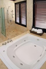 Punta Cana house photo - Master shower and jacuzzi