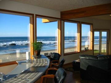Lincoln City house rental - Enjoy refreshments and the view from the sunken wet bar.