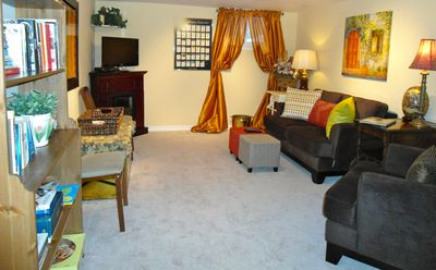 Family room with HDTV, fireplace, library and magazines, perfect relaxation!