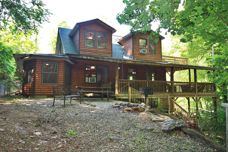 Cooper creek cabin 4br 2 5ba quiet 3 story vrbo for Three story log cabin