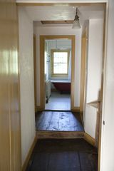 2nd floor hallway and 2nd full bathroom - Hudson Highlands farmhouse vacation rental photo