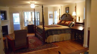Presidential Suite, with kitchenette, hot tub, private bath,laundry facilties,