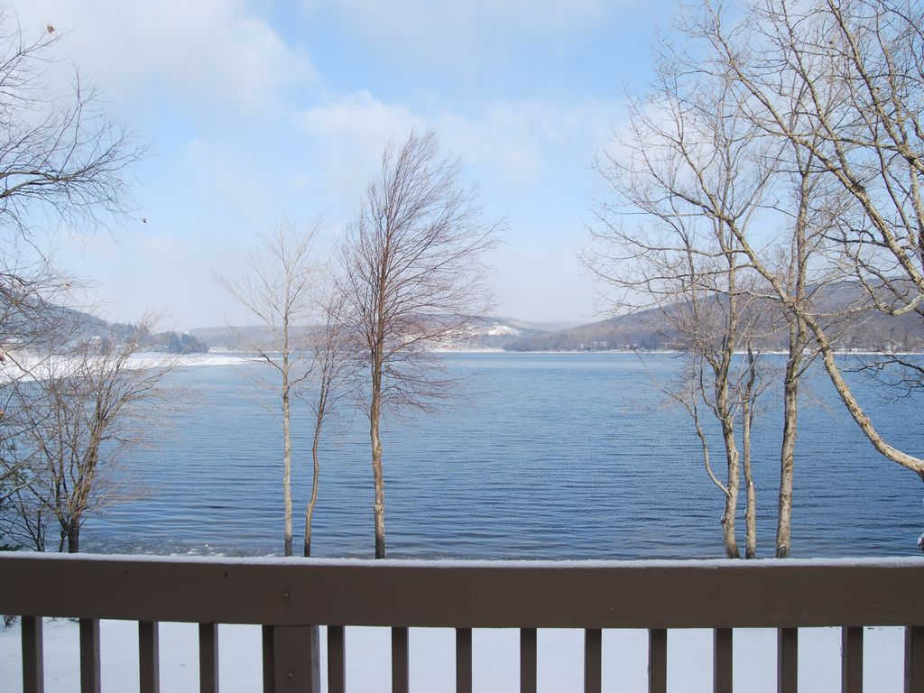 Lake front house 39 majestic view 39 for all 4 vrbo for Lake front view