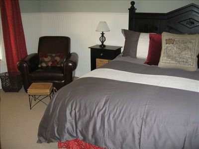 Master Bedroom #1-400 Sq Ft, large screen TV, full bath with jetted tubs!