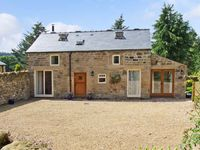 ACORN COTTAGE, pet friendly, with a garden in Ashover, Ref 12710