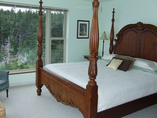 Cutler house photo - King bed overlooking the sea