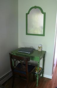 Computer with Table/ Wi-Fi available