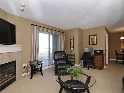 Victoria condo rental - Living room with outdoor deck and dining area off to right