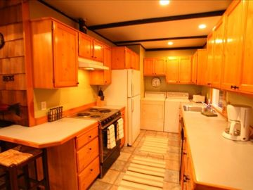 Great kitchen! Fully stocked with everything you need! Washer/Dryer!