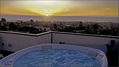 3rd floor Roof top deck, Watch the sunset in the Jacuzzi!!! Relax and Enjoy!!!!!