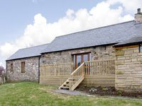 THE BYRE, pet friendly, character holiday cottage in Milton, Ref 3738