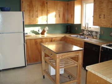 Anchorage townhome rental - Full Kitchen with Dishwasher, gas range, microwave and all dishes