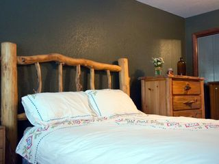 comfy queen log bed with down comforter - Fraser house vacation rental photo