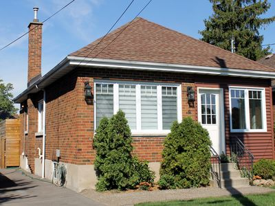 Your home away from home close to McMaster University, bus and bike rentals