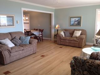 Whitehall cottage photo - Plenty of seating for family gatherings in the greatroom