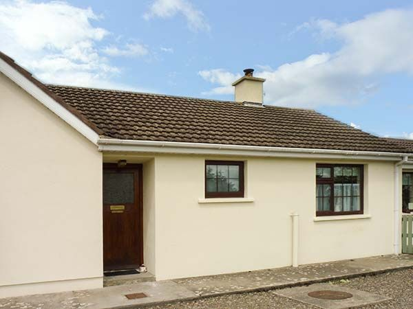 HOME FROM HOME AT MIDDLEQUARTER in Newcastle, County Tipperary, Ref 938315