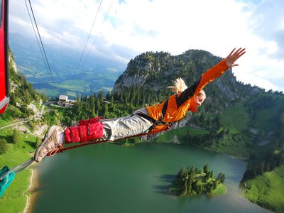 Bungy Jumping in stunning scenery