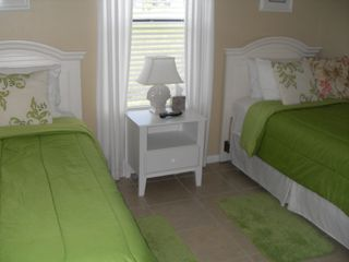 Cape Coral house photo - Twin beds with TV