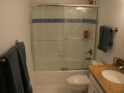 Fort Lauderdale condo rental - Bath off master with tub/shower