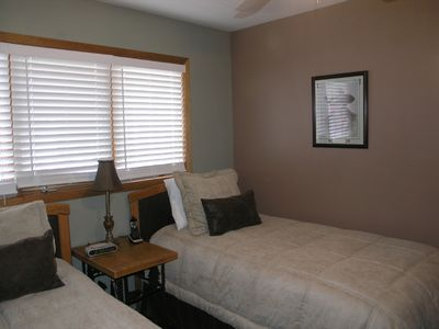 2nd Bedroom With Twin Beds