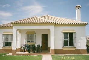 Detached villa with pool, close to town and beaches