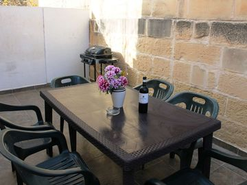 Sea Spray - Spacious Apartment in Spinola Bay, St Julian's, close to the seafront and Paceville