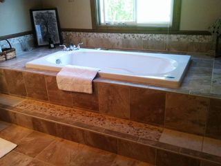 Beautiful jacuzzi tub overlooking wildlife & property!