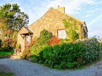 BWTHYN BACH, with a garden in St Davids, Ref 919226
