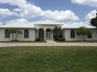 3 Bed/2.5 Bath, ½ Acre, Gated, 5 Min Siesta Key!!