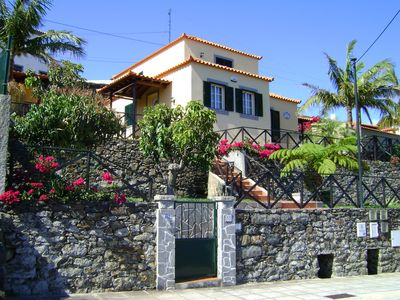House with gardens and panoramic sea views. Magnificent surroundings. 350€-588€