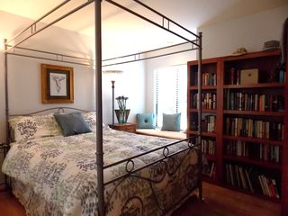 Sausalito house boat photo - Middle master suite / library, tv & window seat on the bay.