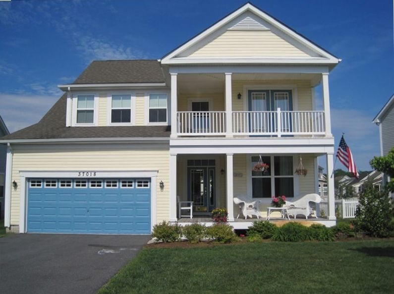 Beautiful new home in fenwick area 3 5 vrbo for Two story homes with balcony